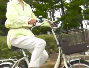 電動自転車 高齢者 老人